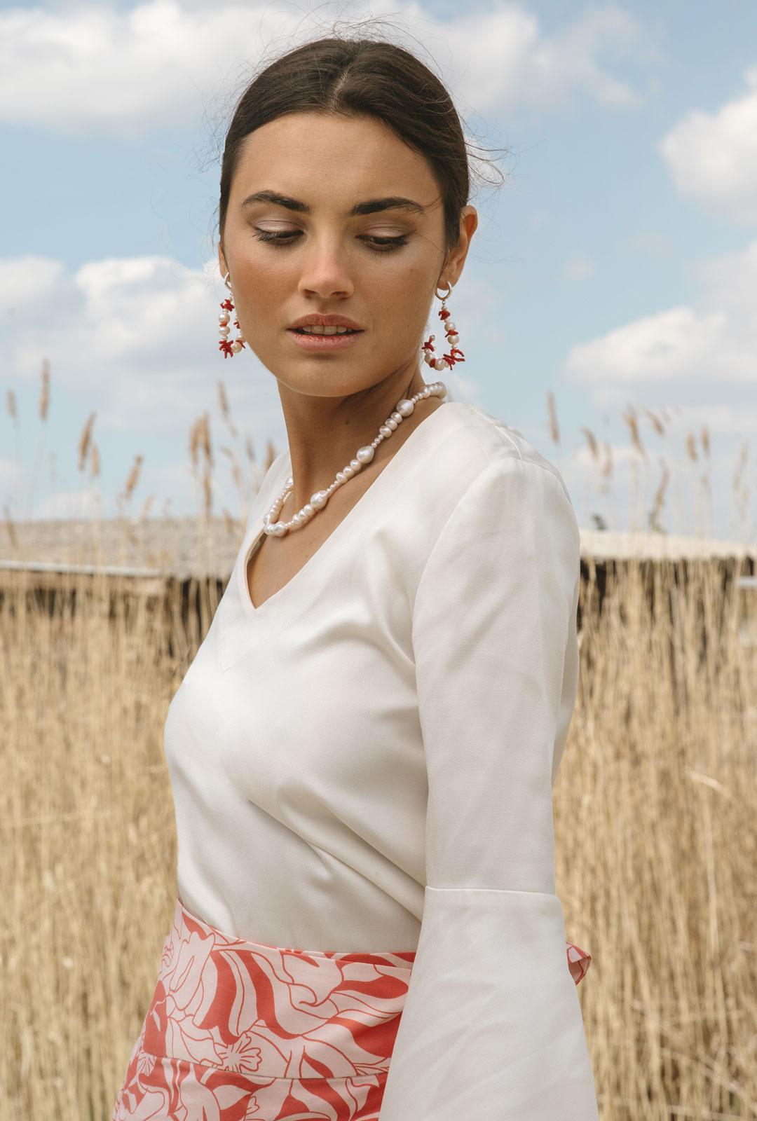 Model mit Lara Lici Kreolen und Kette