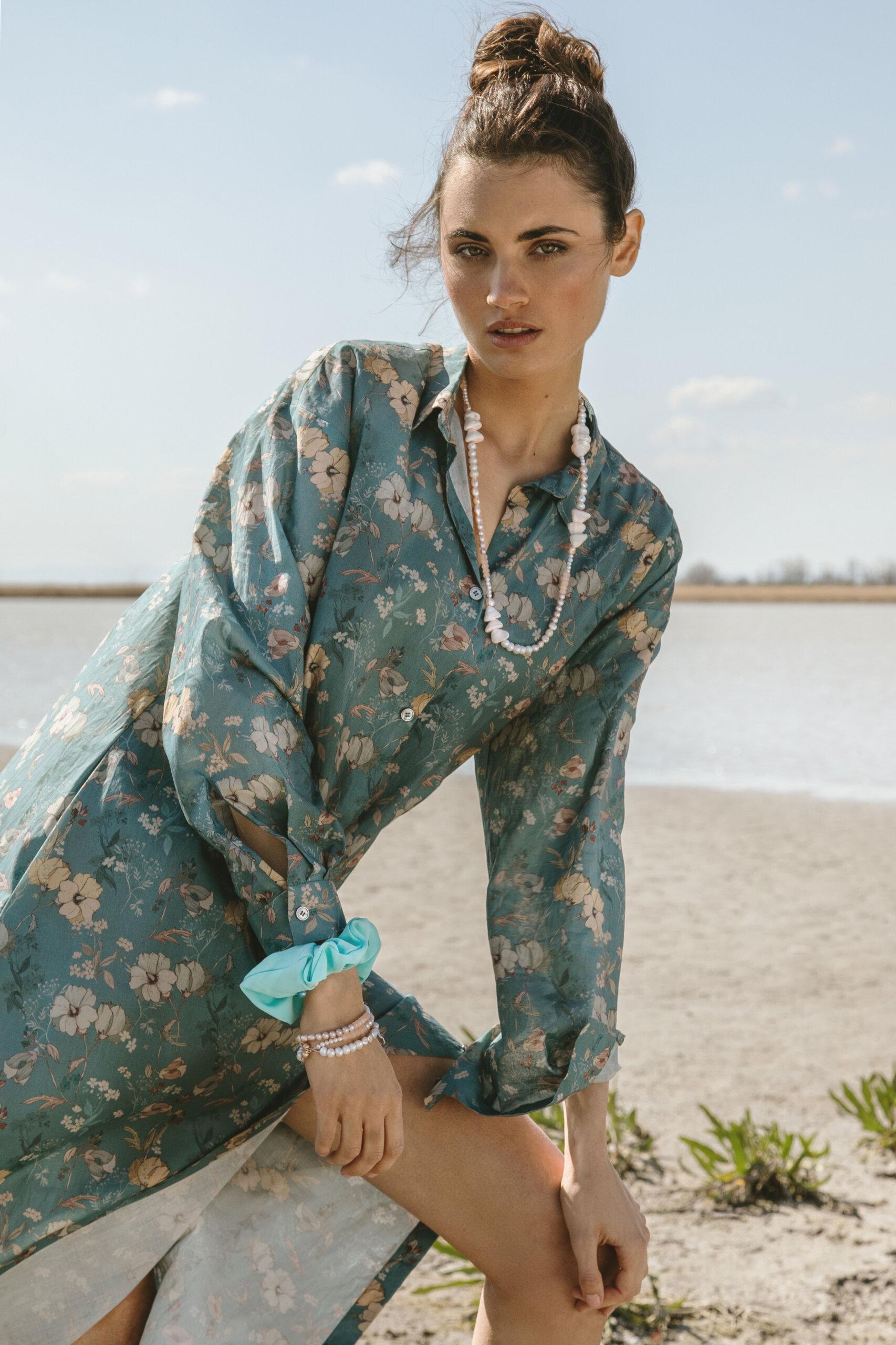 Model mit Lara Lici Kette und Armbändern