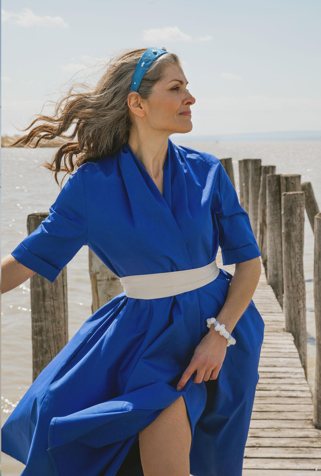 Model mit Lara Lici Haarreifen und Armband
