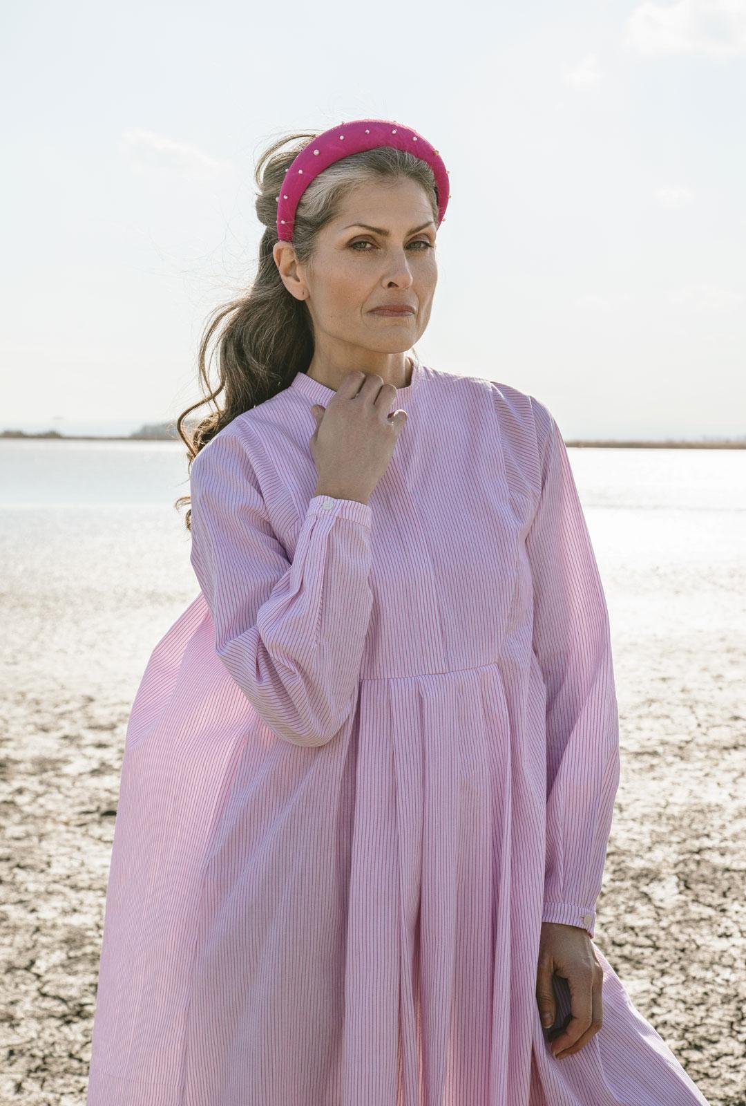 Model mit Haarreifen Blair in Pink