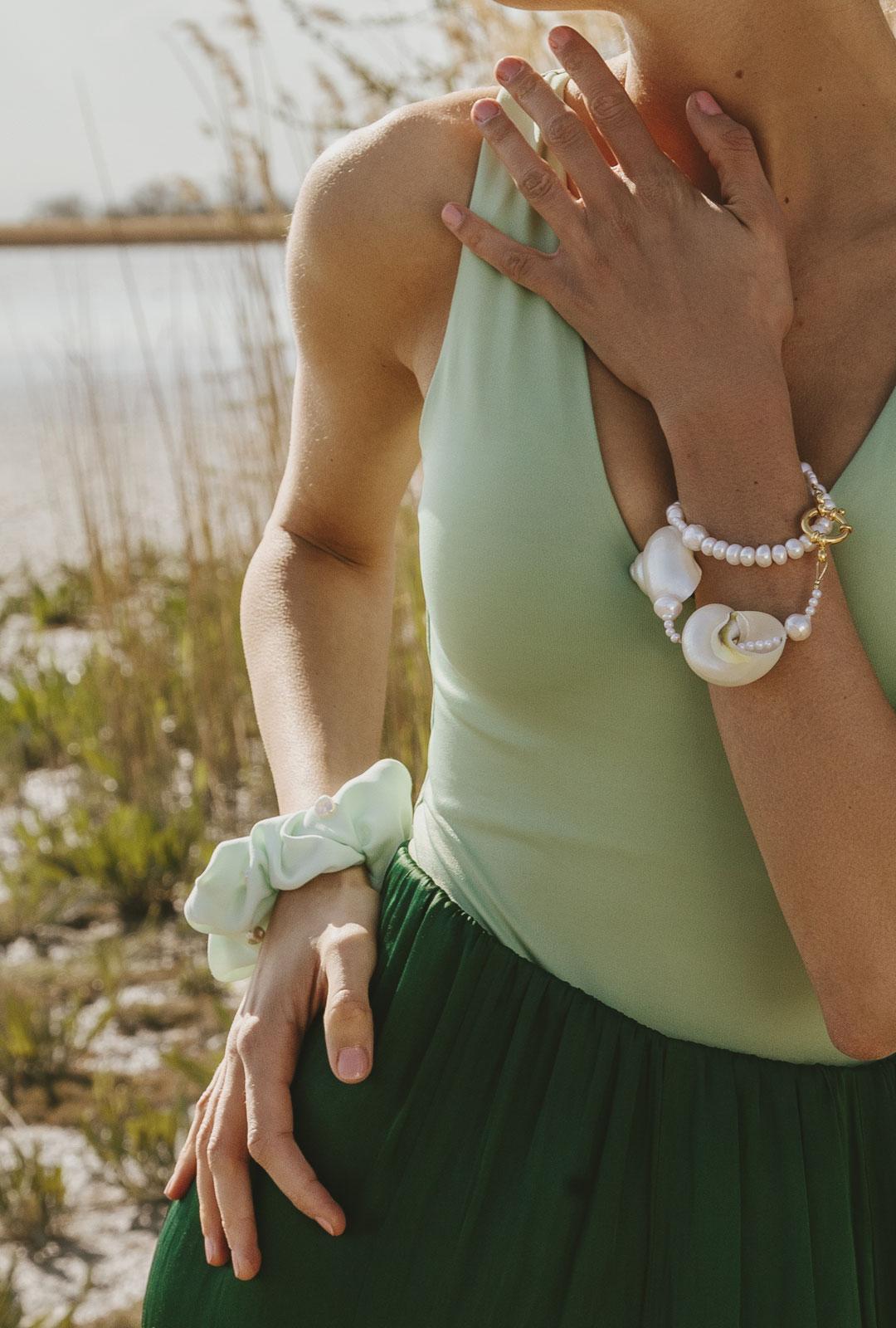 Model mit Scrunchie Camille in Mint