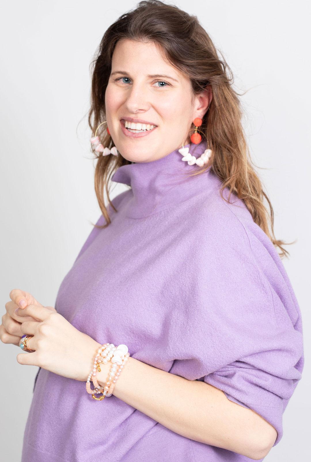 Model mit Lara Lici Kreolen